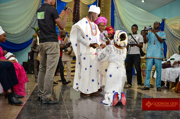 LoveweddingsNG Traditional Wedding Folusho and Temitope Godwin Oisi Photography19
