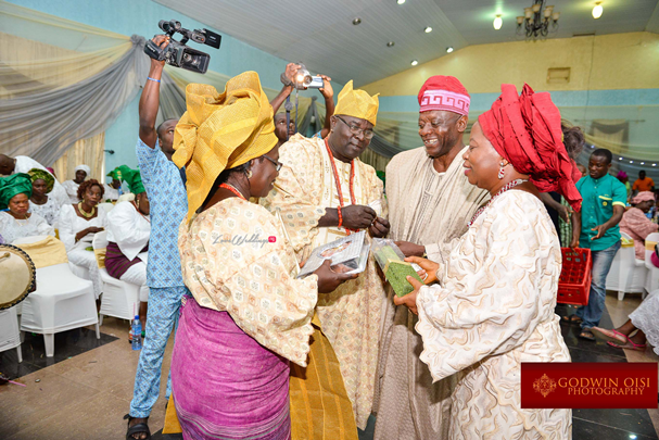 LoveweddingsNG Traditional Wedding Folusho and Temitope Godwin Oisi Photography25