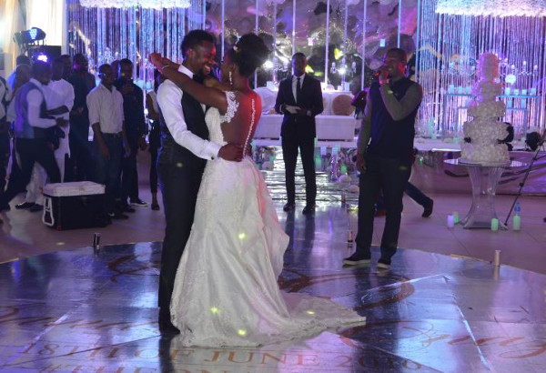 Onazi Ogenyi Sandra Ogunsuyi White Wedding First Dance LoveweddingsNG