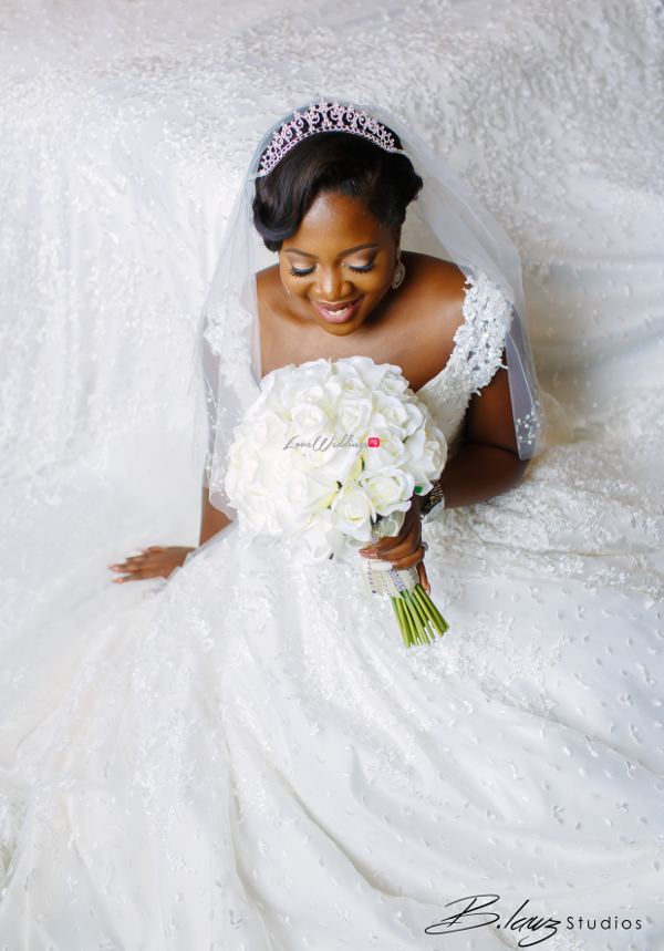 nigerian-bride-bouquet-tito-and-aham-ibeleme-wedding-b-lawz-studios-loveweddingsng