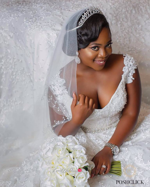 nigerian-bride-bouquet-tito-and-aham-ibeleme-wedding-posh-click-studios-loveweddingsng