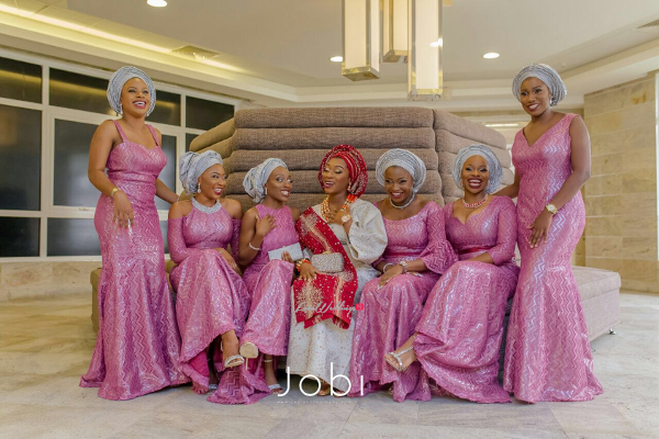 nigerian-traditional-bride-and-asoebi-girls-the-quadrys-2016-trendybee-events-loveweddingsng