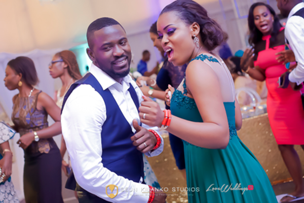 nigerian-wedding-guests-dancing-awele-and-ademola-seun-kilanko-studios-loveweddingsng