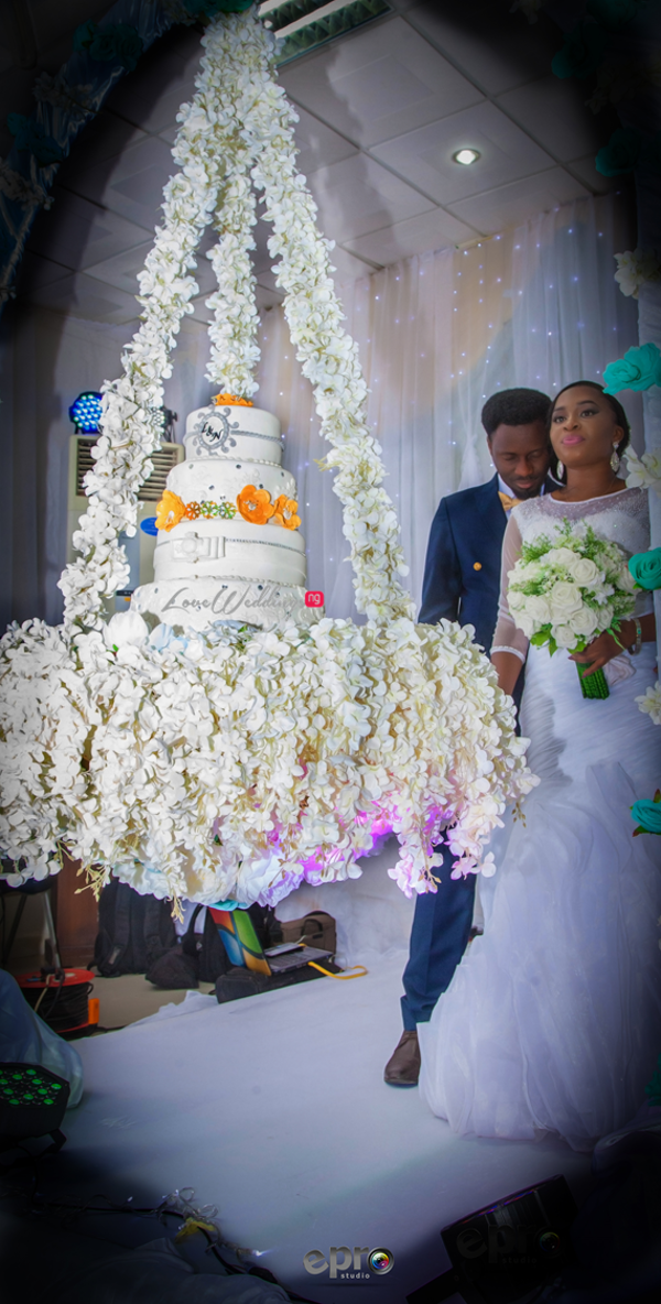 nigerian-bride-and-groom-suspended-cake-nkem-and-lanre-events-pro-loveweddingsng