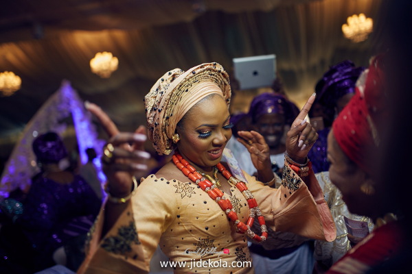 nigerian-traditional-bride-dancing-lovebtween2017-jide-kola-loveweddingsng
