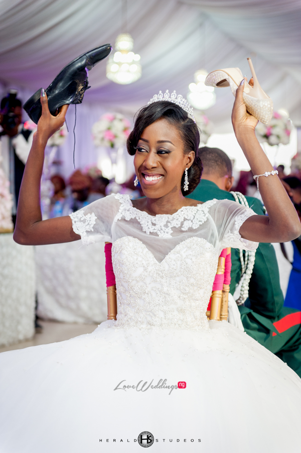 Nigerian bride playing the Shoe game Tosin and Hassan Herald Studeos LoveWeddingsNG