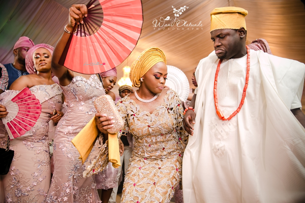Nigerian Traditional Couple and Asoebi Ladies Wani Olatunde Photography LoveWeddingsNG
