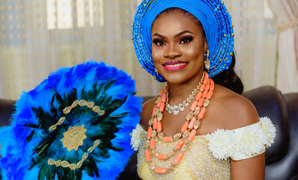 Anuli's traditional bridal hand fans are giving us life