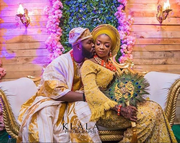 6 tips to help you choose the perfect bridal hand fan for your Nigerian wedding | C'amaka Bespoke Pieces