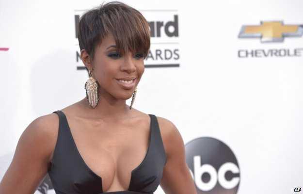 Kelly Rowland 'reveals she's pregnant'