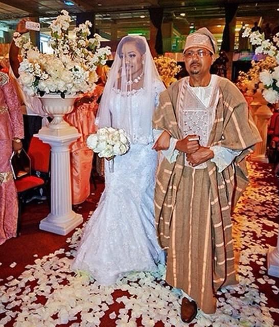 Dorothy weds Tomi Ashimolowo Loveweddingsng1