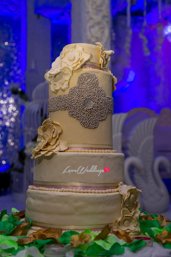 Loveweddingsng Amarachi & Francis White Wedding Diko Photography cake