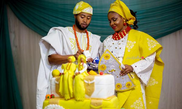 Nigerian Traditional Wedding - Bunmi and Mayowa couple cutting the cake LoveweddingsNG