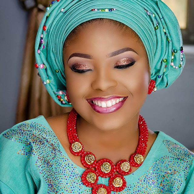 nigerian-blue-aso-oke-head-to-toe-bridal-inspiration-loveweddingsng