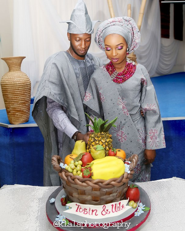 Nigerian Traditional Couple and Wedding Cake Klala Photography LoveweddingsNG