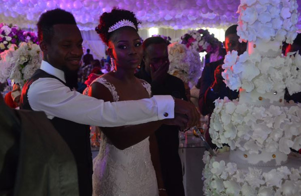 Onazi Ogenyi Sandra Ogunsuyi White Wedding Cake Cutting Photos LoveweddingsNG