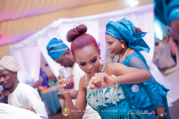 nigerian-wedding-guest-dancing-awele-and-ademola-seun-kilanko-studios-loveweddingsng