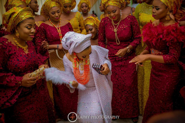 nigerian-bride-and-asoebi-ladies-princess-layebi-tejuosho-and-lekan-aluko-traditional-wedding-loveweddingsng-2