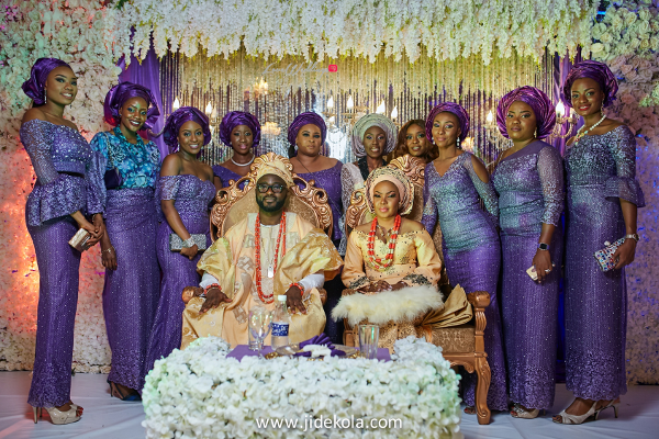 nigerian-couple-with-aso-ebi-ladies-jide-kola-loveweddingsng