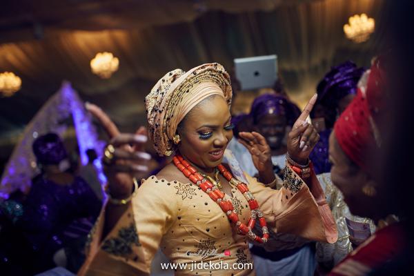 nigerian-traditional-bride-dancing-lovebtween2017-jide-kola-loveweddingsng