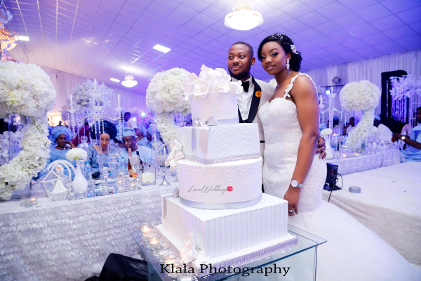 Nigerian Couple cutting the cake The Fadinas Bridal Party Klala Photography LoveWeddingsNG