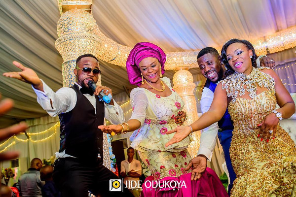 Nigerian couple and mum dancing with Iyanya LoveWeddingsNG.jp