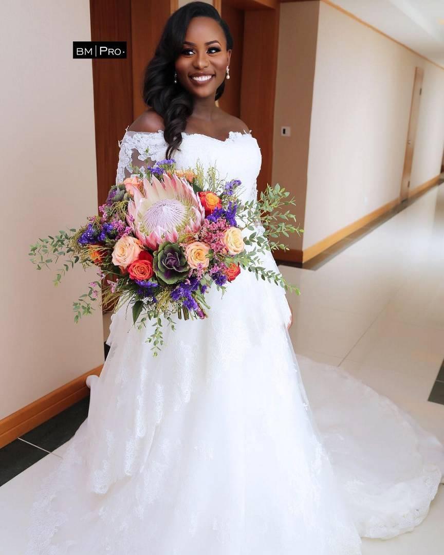 Nigerian Wedding Weekly News Bridal Bouquet Adelas Flowers
