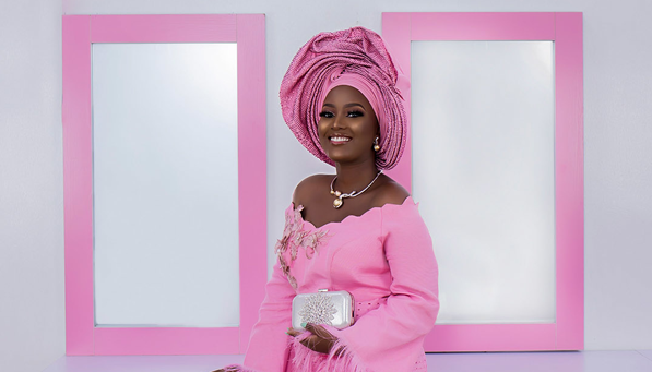 This pink traditional bridal look is so so pretty