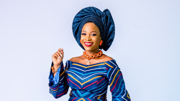 These aso-oke traditional bridal looks are modern!