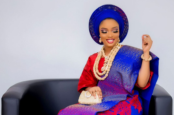 Red & Blue traditional bridal inspo | Dewumi Photography