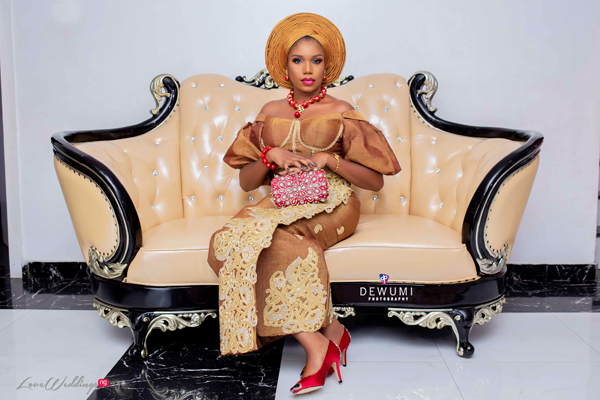 This traditional bridal shoot features a trend we have our eyes on