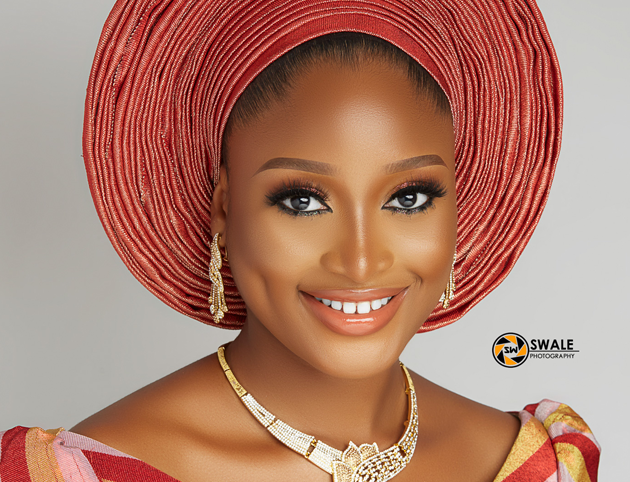 This coral traditional bridal look is flawless