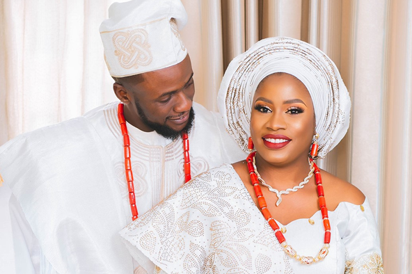 Funmi & Seyi looked stunning in white aso oke traditional outfits | #SeyiFunmi