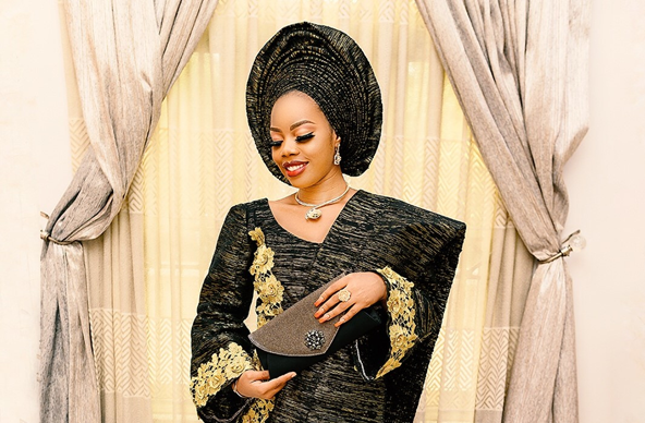 Black & gold will always be a hit for traditional brides