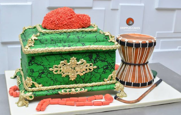 These treasure chest themed cakes will be perfect for your traditional wedding