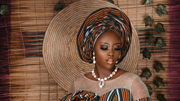 Check out this stunning traditional bridal aso oke look